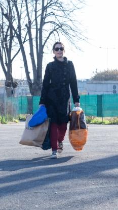 Piazzale Maslax- Arrivano i donatori di vestiario