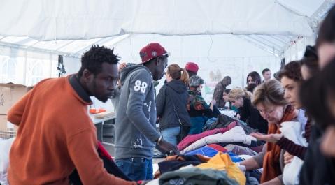 Tenda dei popoli Piazzale Maslax - Mercato solidale