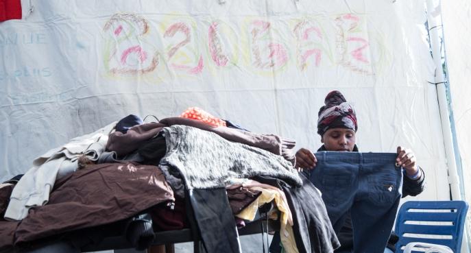 Tenda dei popoli Piazzale Maslax - Distribuzione di vestiti